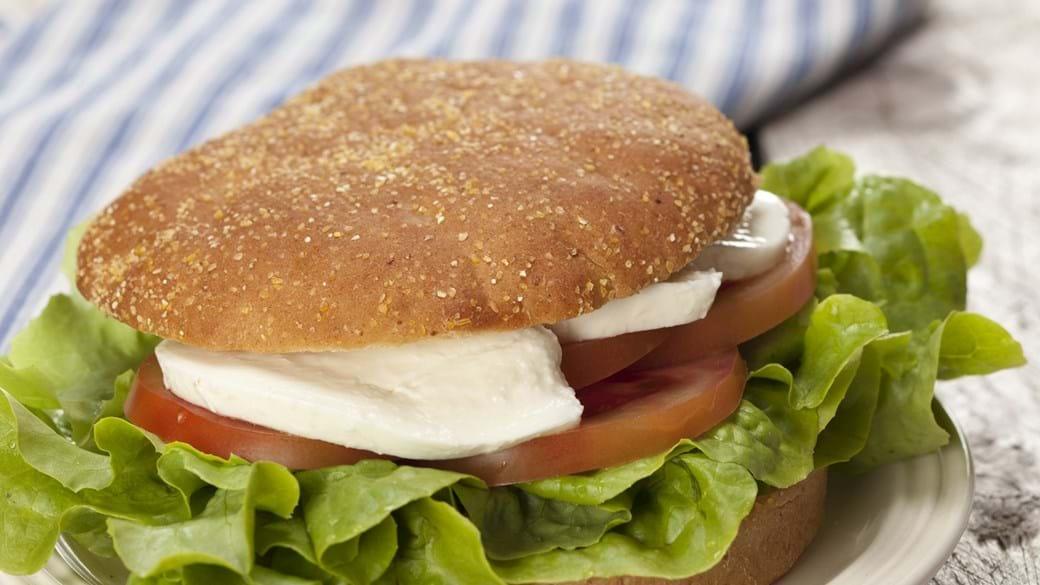 Sandwich caprese – med tomat og frisk mozzarella