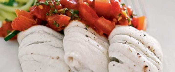 Fiskefileter med karry-tomatsauce