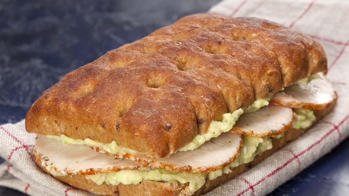 Sandwich med avocado og kylling