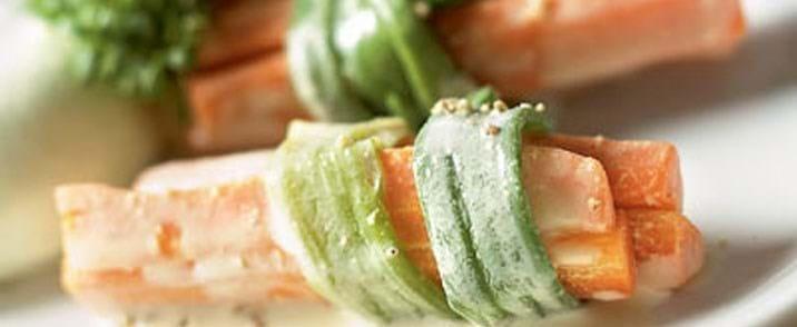 Forårsløg og gulerødder i sennepssauce med ærtepuré