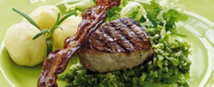 Grillede svinemørbradbøffer med grov asparges/mandelmos