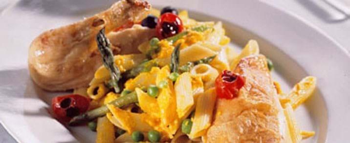 Helstegt kylling med oliven og cherrytomater