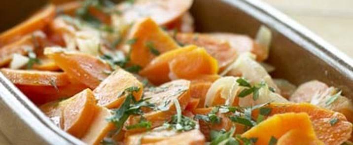 Hvidvinsbraiserede gulerødder