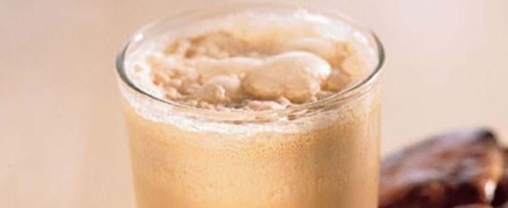 Iskold cappuccino med chokolade og scones
