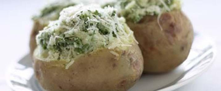 Bagte kartofler med krydderurter og fløde