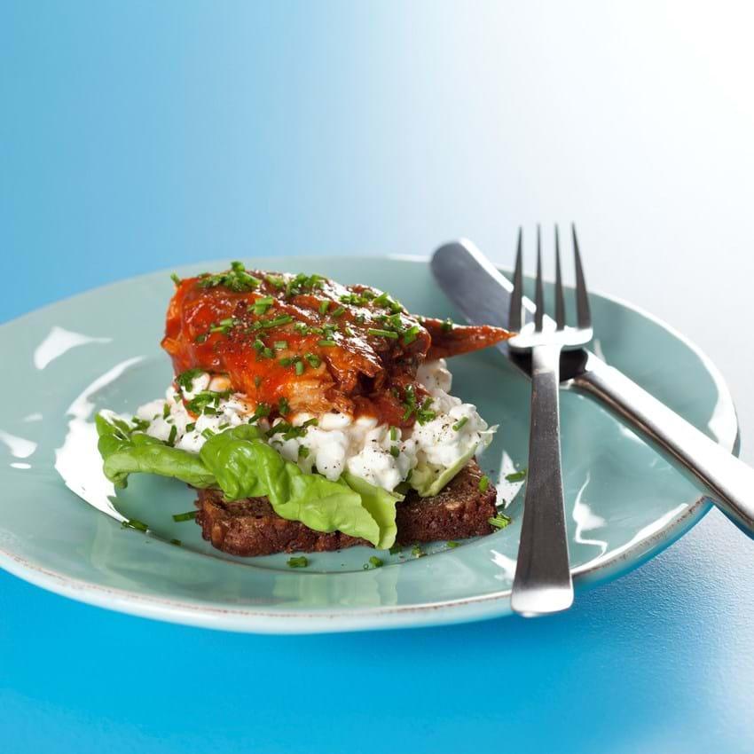 Smørebrød med makrel i tomat og hytteost