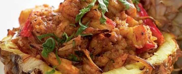 Krabbekød, rejer og ris i ananas