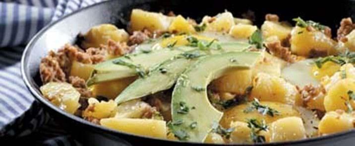 Krydret mexicansk kød med æg og kartofler