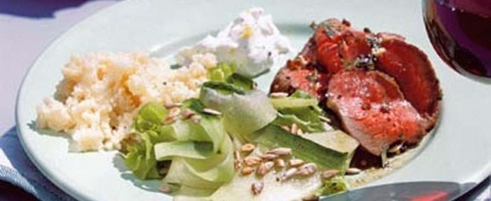 Krydret roastbeef m/melon og agurkesalat