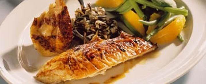 Kylling a la orange med lun salat af haricots verts og appelsin