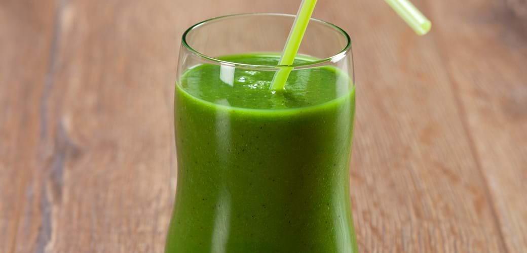 Spinat smoothie med avocado, kiwi og ingefær