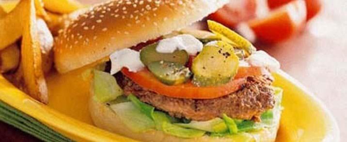 Lammeburger med rosépeberdressing
