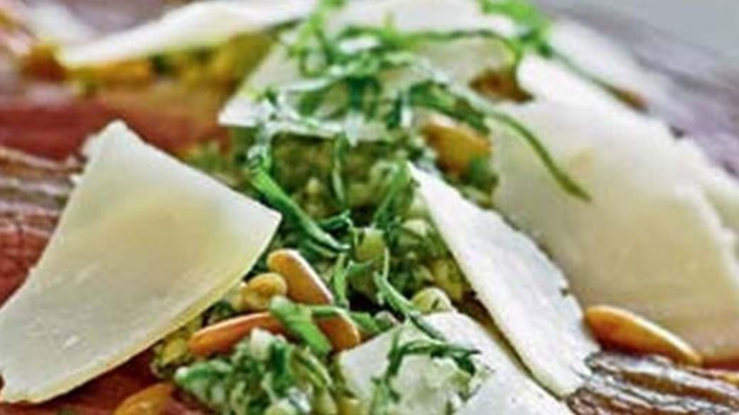 Basilikumkød med parmesan