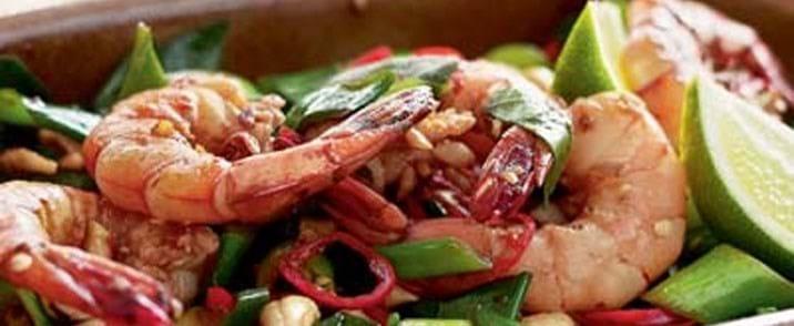 Lynstegte rejer med chili og cashewnødder