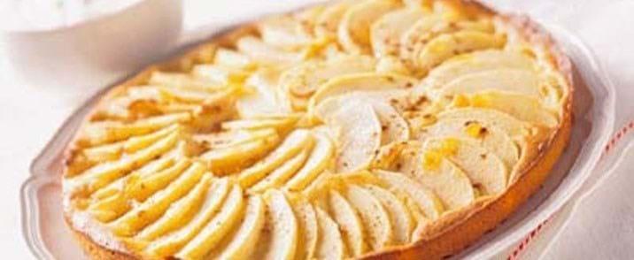 Marcipantærte med æble og abrikosmarmelade