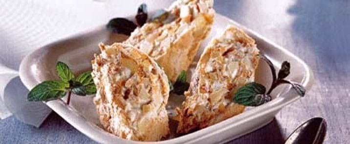 Marengsrulle med vanillecreme og abrikoser