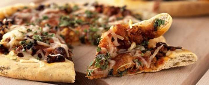 Mini pizzaer med oksekød og tomat