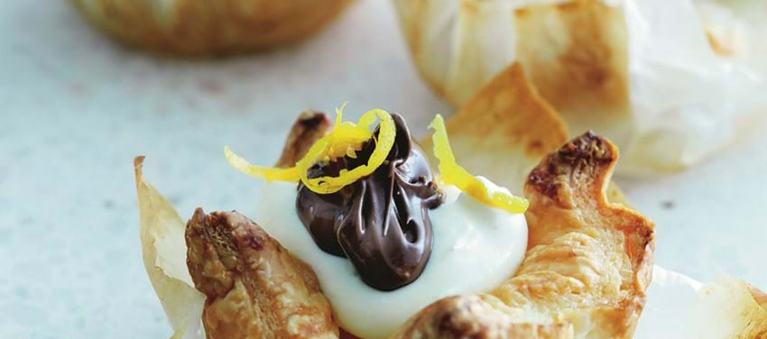 Små butterdejstærter med flødeskum og Nutella