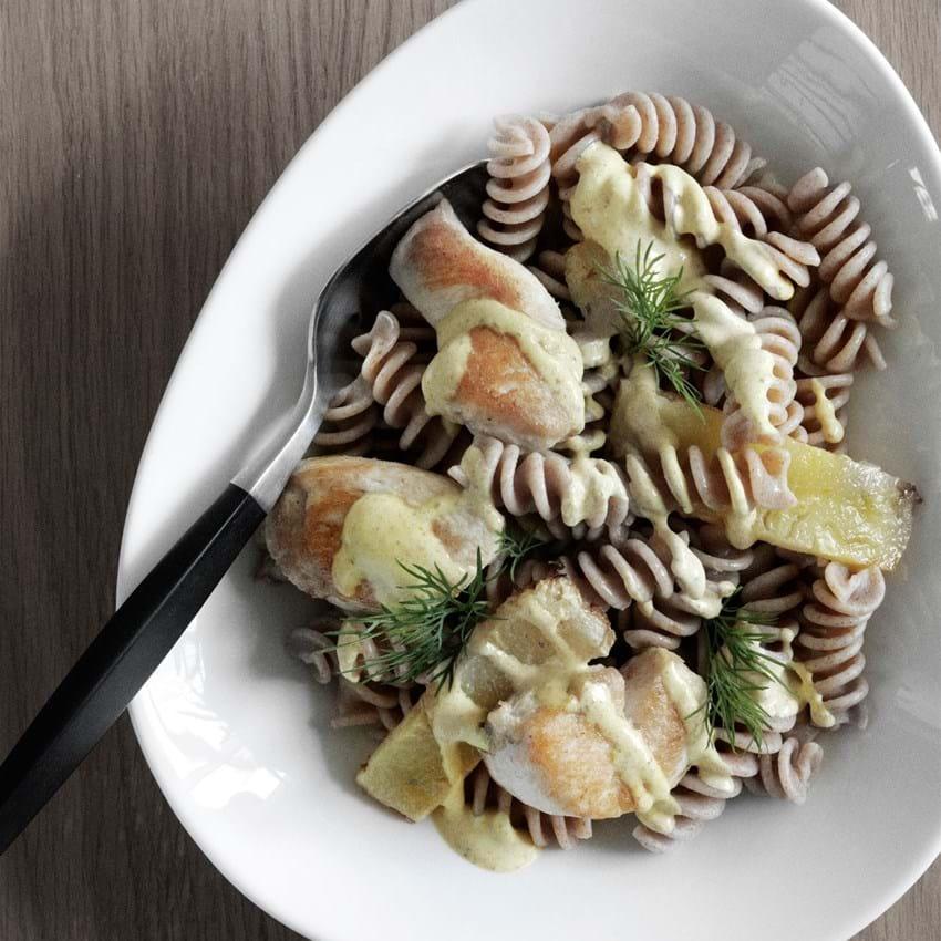 Fuldkorns- pasta med  kylling og ananas