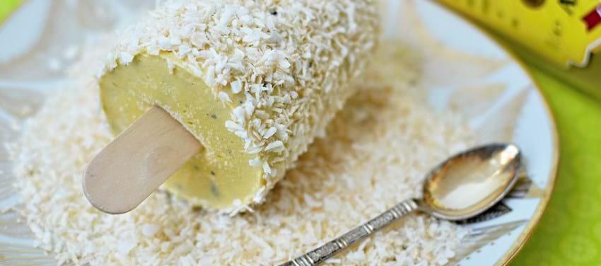 Yoghurtis med mango, lys rom og ristet kokos (4 små isdesserter)