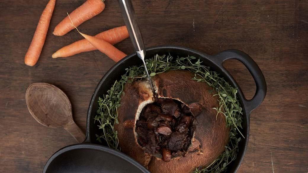 Simreret – Gullasch serveret i madbrød