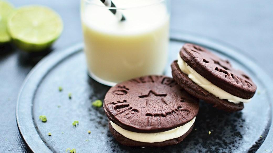 "Hjemmelavede chokoladekiks med vaniljecreme, ""Oreos"""