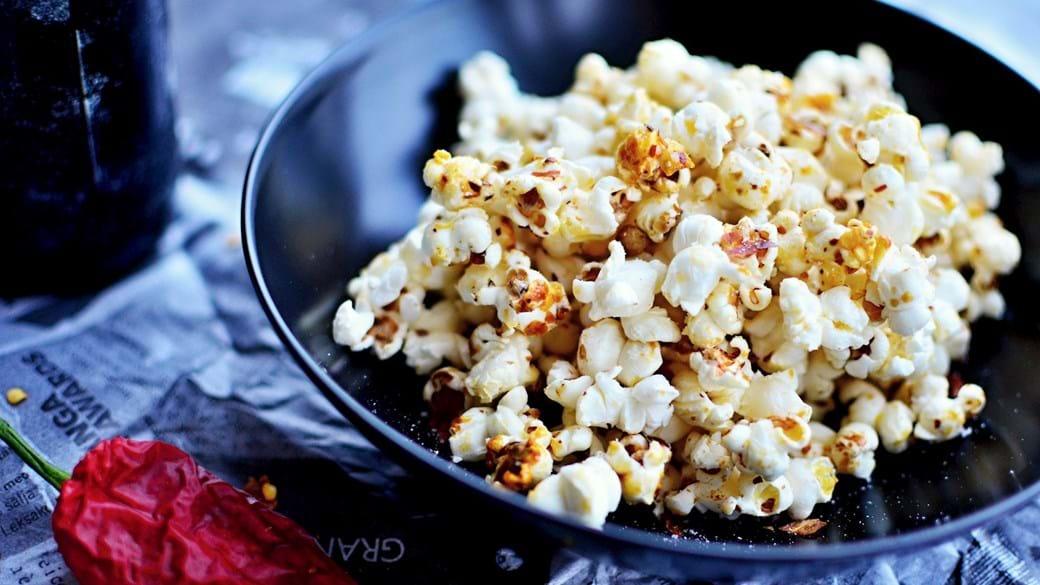 Karamelliserede popcorn med chili