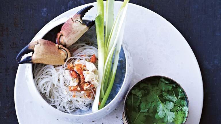 Krabbe med nudler i ingefærbouillon