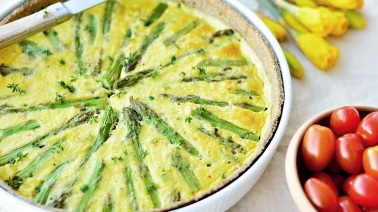 Grov aspargestærte med rygeost