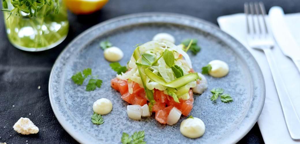 Fisketatar med citron-mayo og syrlig grønt