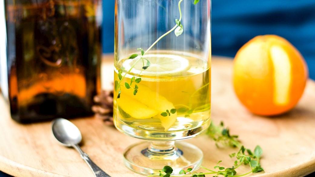 Varm riesling med citrus og timian