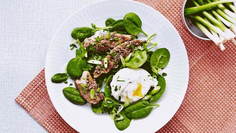 Kippers med spinat og pocheret æg