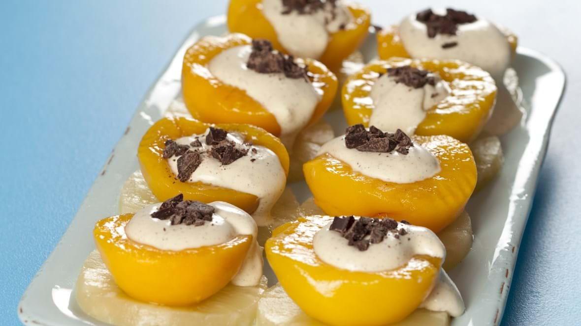 Syltede frugter med råcreme og chokolade