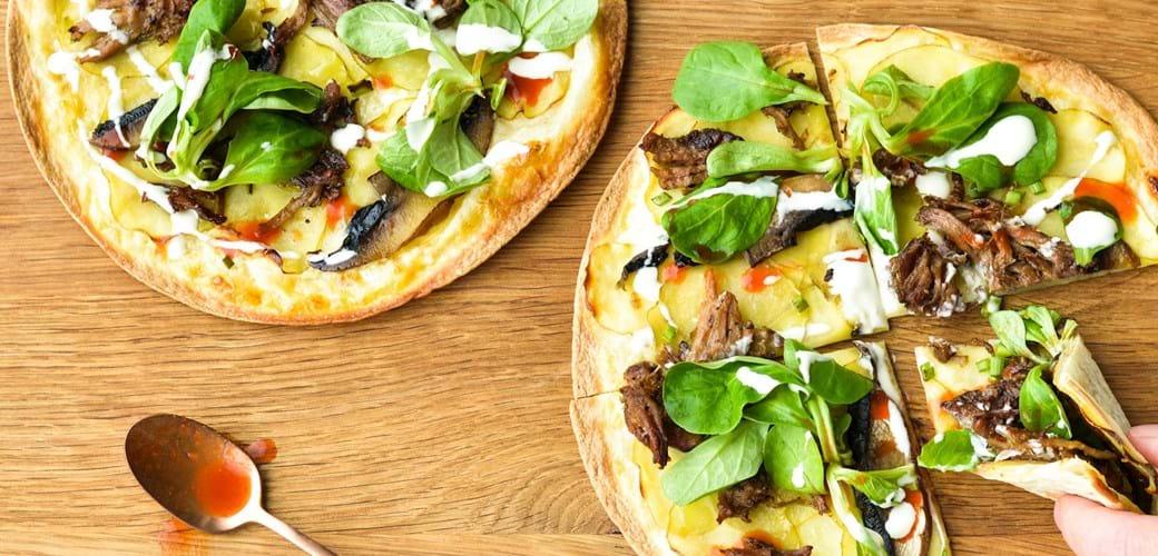 Easy-peasy pizza med kartofler, svampe og pulled pork