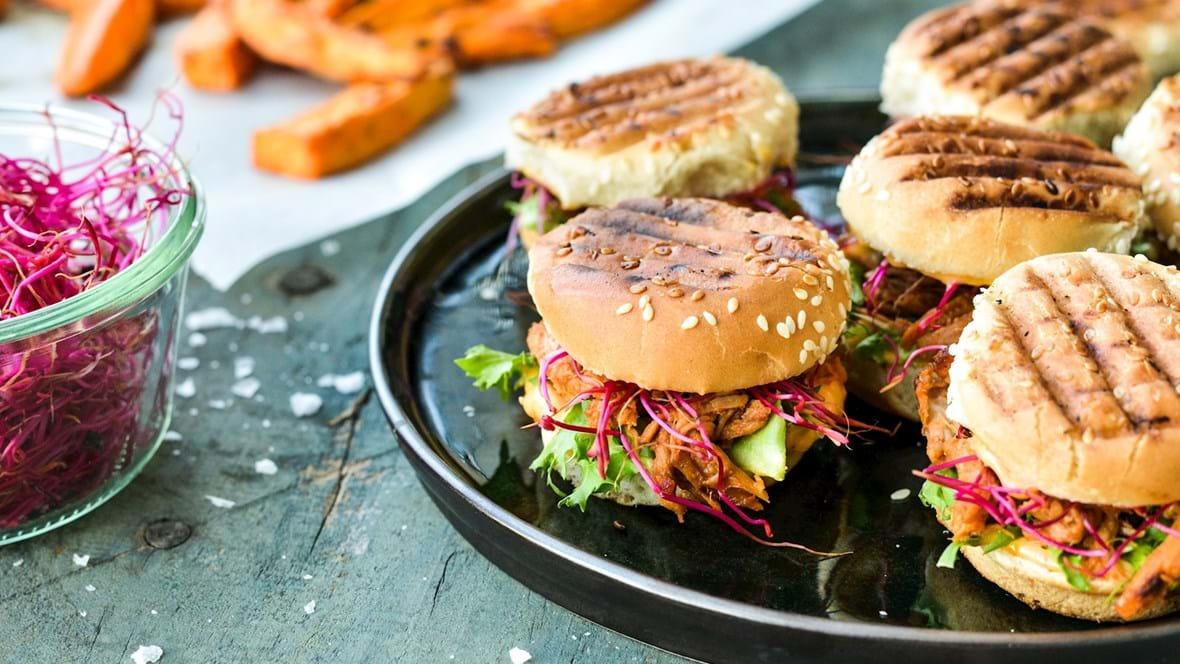 Pulled pork sliders med chilimayo og frisk grønt