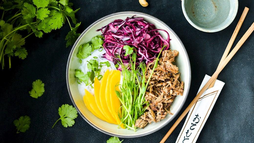 Asiatisk nudelsalat med pulled pork
