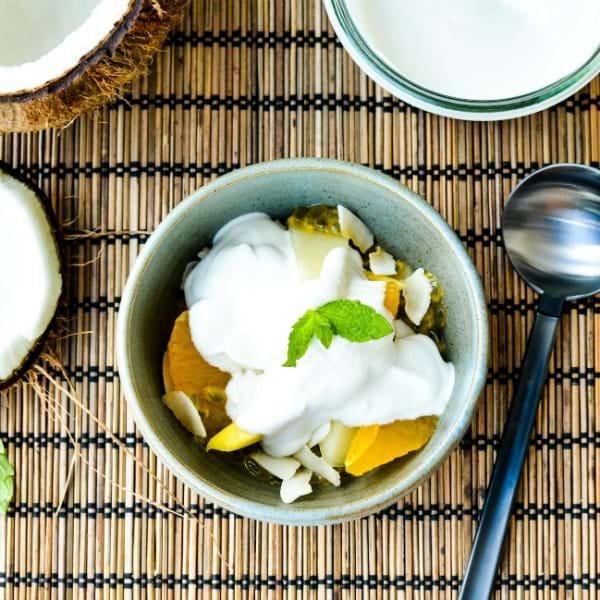 Tropisk frugt med kokoscreme