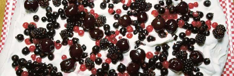 Pavlova med flødeskum og bær