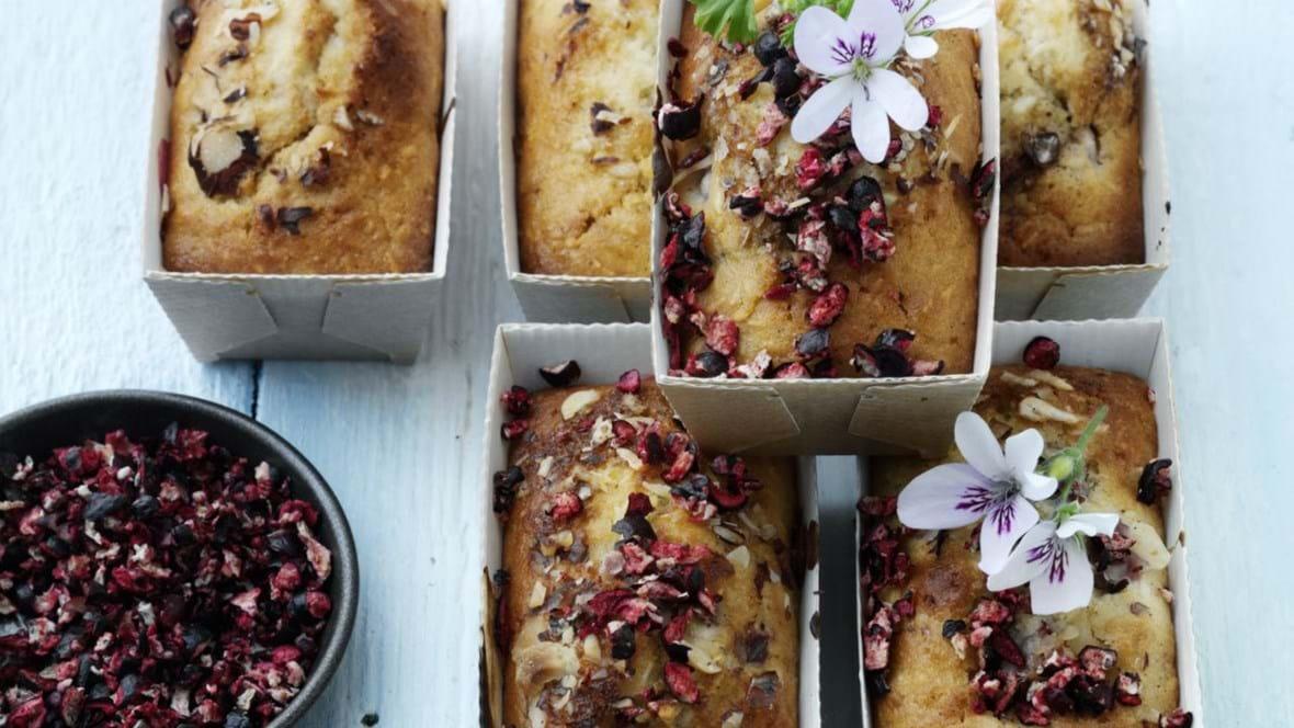 Muffins med spelt, kokos og bær