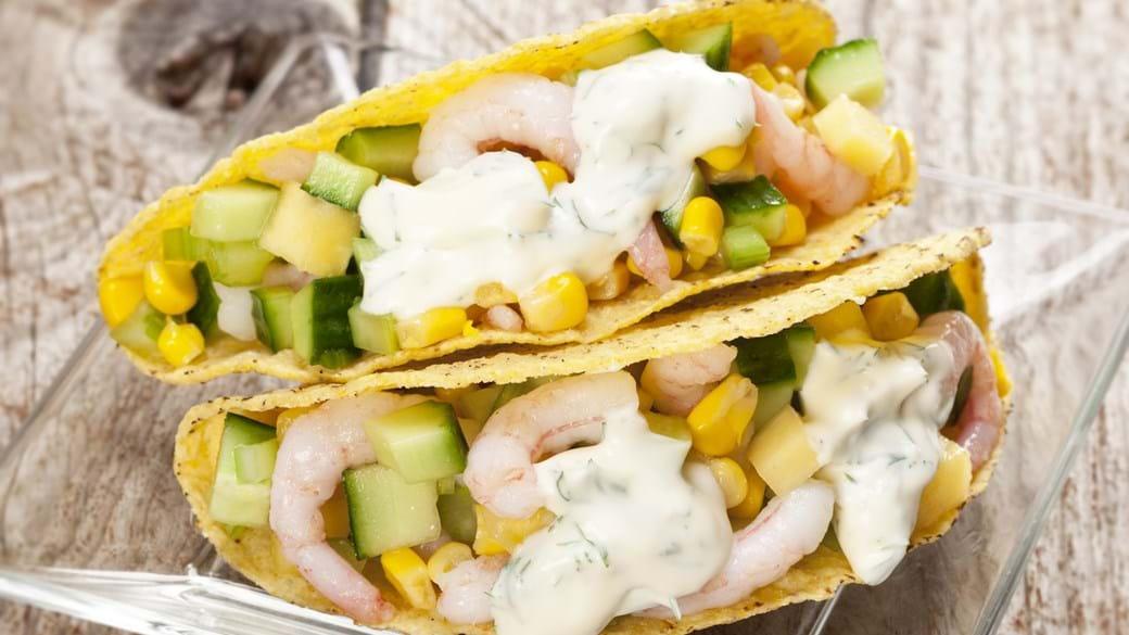 Taco skaller med rejer, majs og ananas