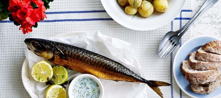 Røget fisk med kærnemælksdressing
