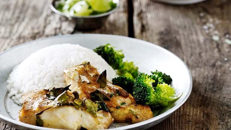 Sojabraiseret torsk med stegt broccoli