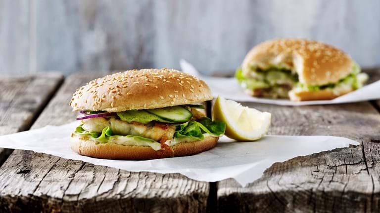 Torskeburger med ansjos og citronmayonnaise
