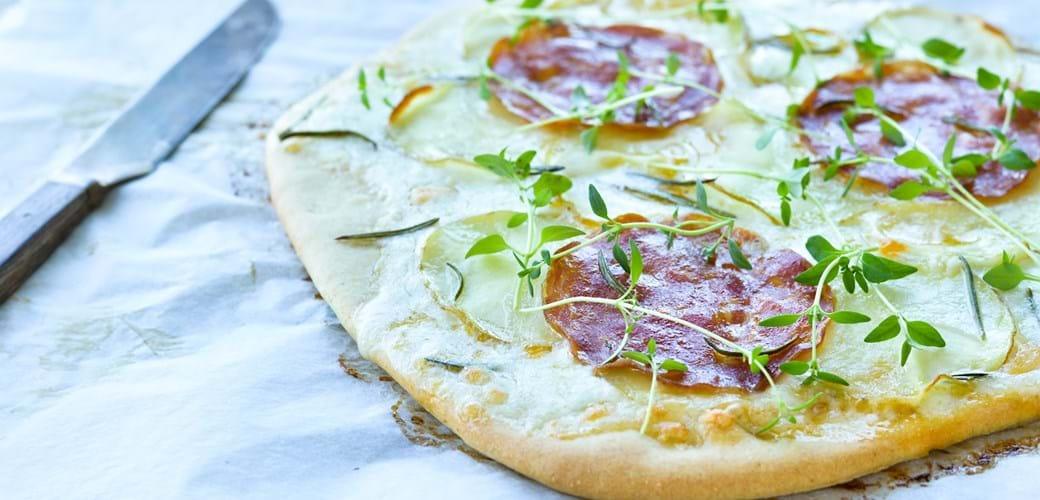 Eksprespizza med kartofler, rosmarin og chorizo