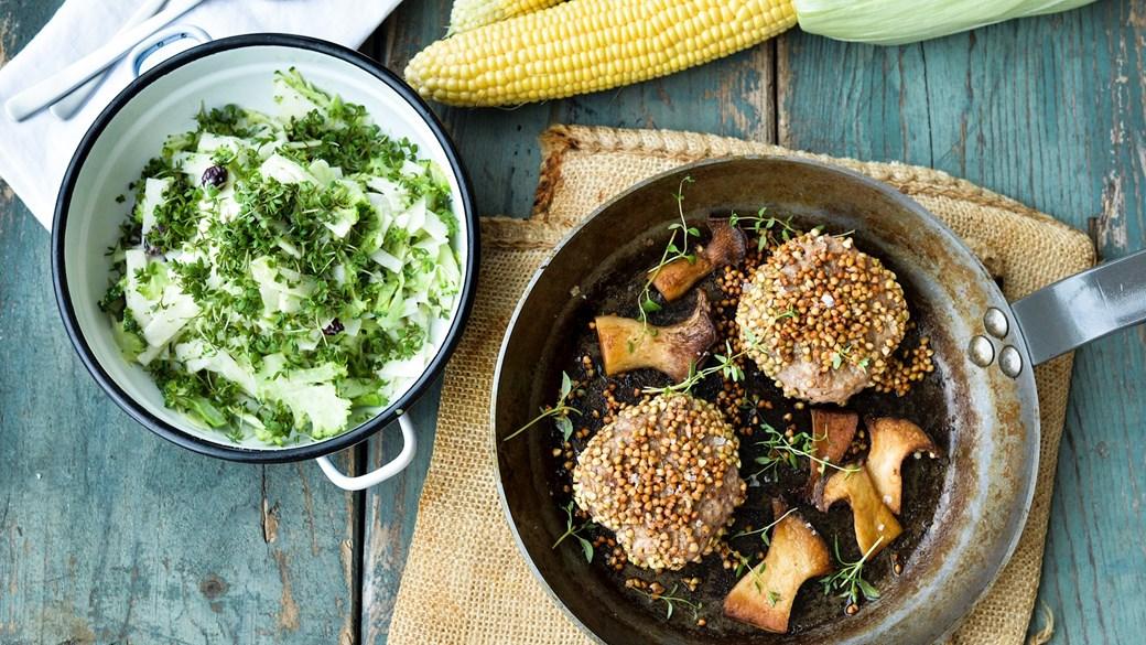 Karbonader paneret i boghvede og broccolislaw