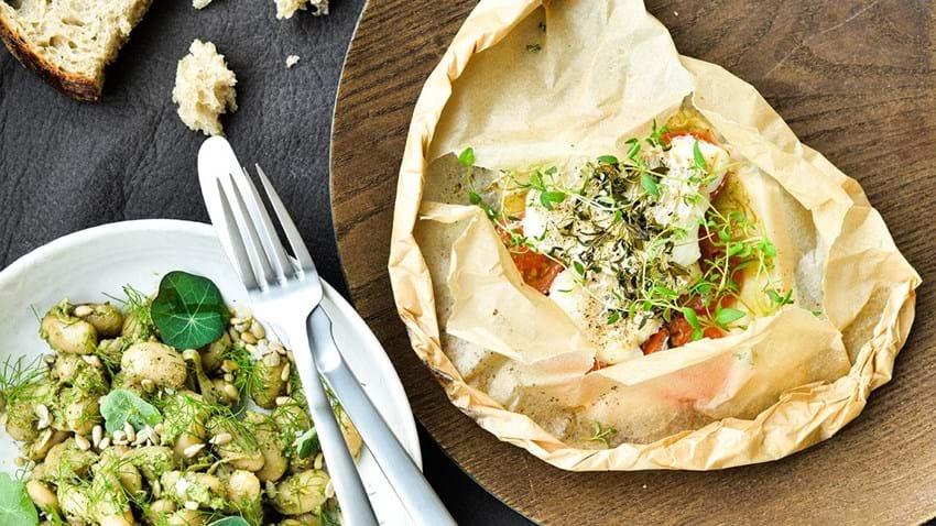 Bagt torsk med bønner i persillepesto