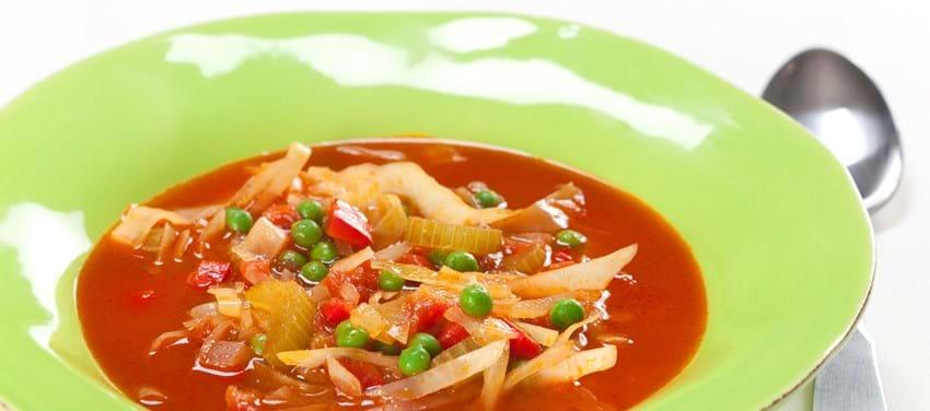 Hvidkålssuppe med tomat