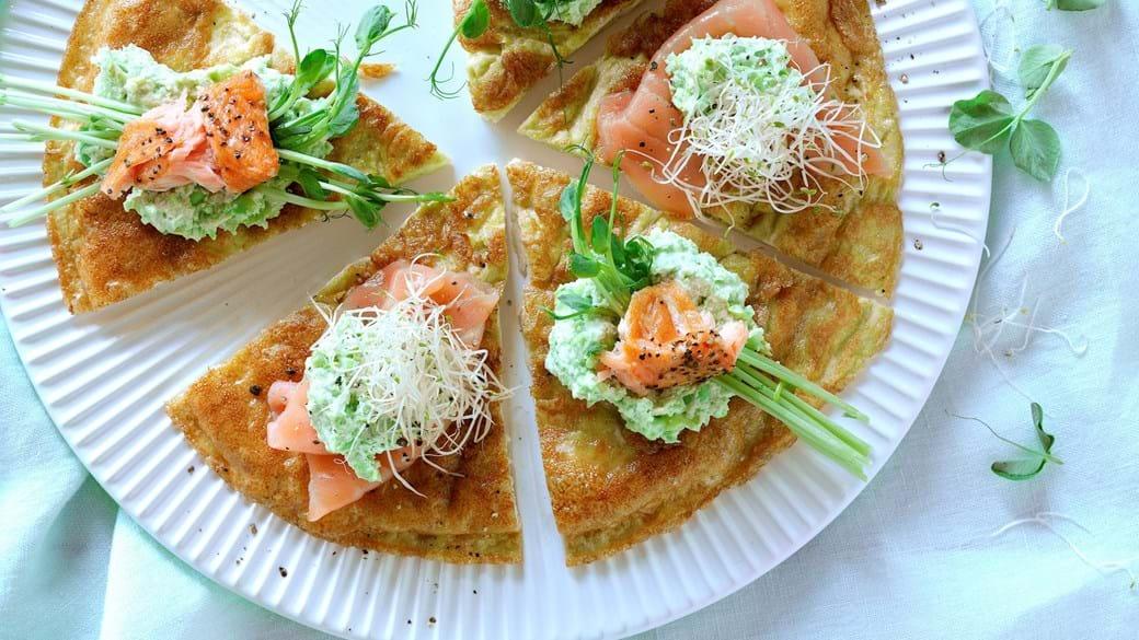 Omelet med to slags laks og spirer
