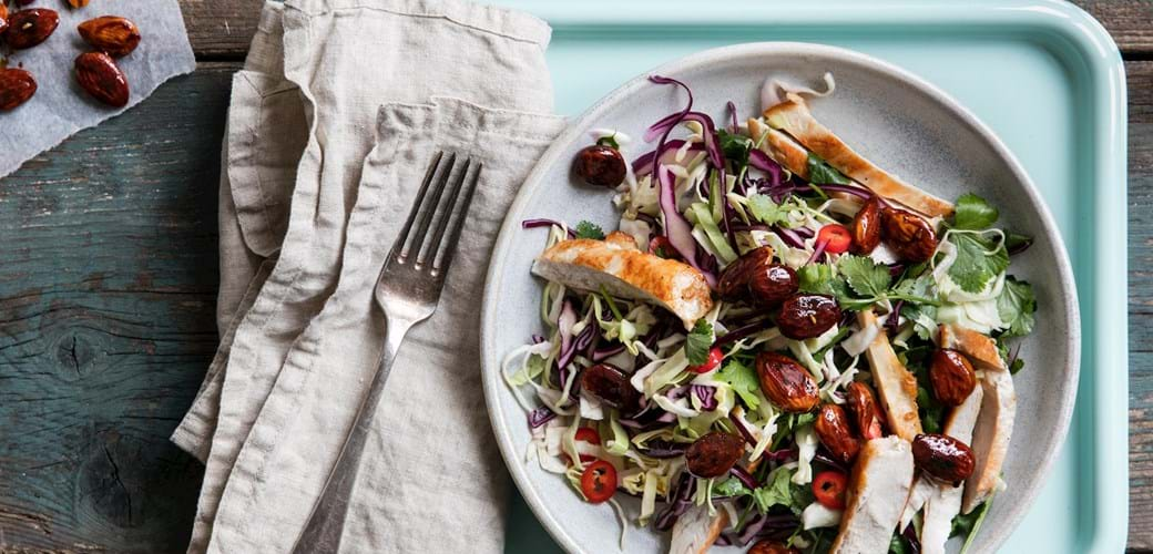Salat med sojamandler og kylling