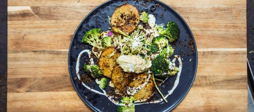 Fiskefrikadeller med broccolisalat